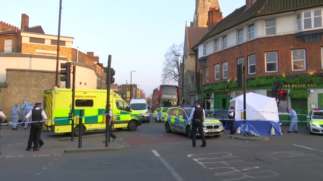 theresa may hosts youth violence summit 2932019 england london clapham common ext police officers and forensic tent in cordonedoff road where man... - 刺傷事件点の映像素材/bロール
