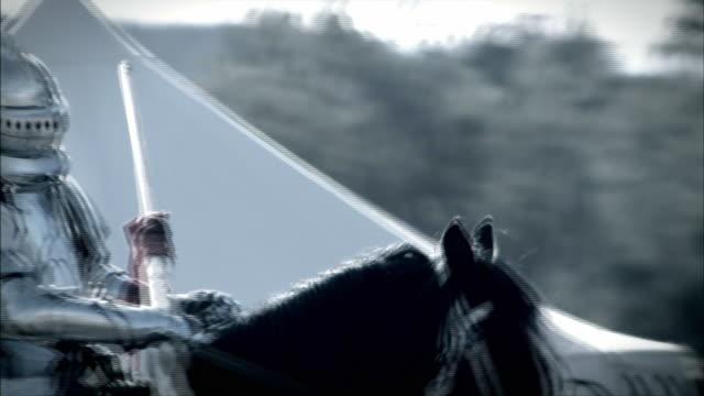 a knight and horse prepare to joust. - concorrente video stock e b–roll