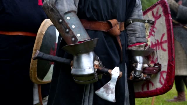 a knight in body armor with a long sword standing at a medieval festival - reenactment stock videos & royalty-free footage