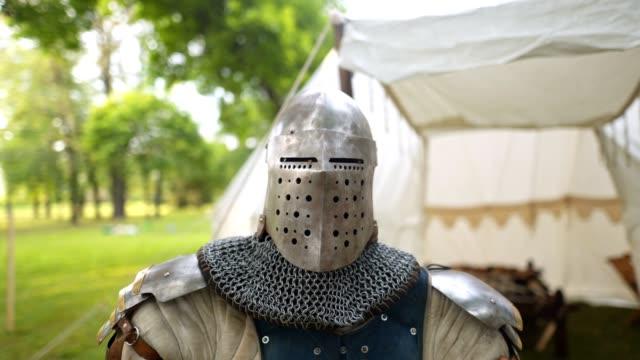 stockvideo's en b-roll-footage met ridders armor leeftijd uit de middeleeuwen - ijzer