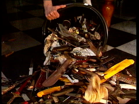 knives emptied from bucket onto surface large knives on display - festival internazionale del cinema di toronto video stock e b–roll