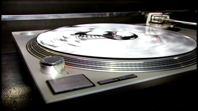 cu knob and spinning record on turntable - deck stock videos & royalty-free footage