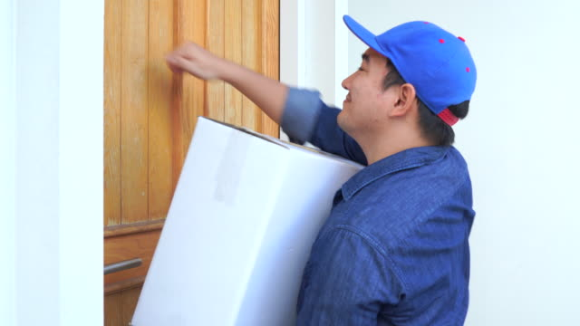 knock delivery man in blue uniform hand parcel box to recipient - postal worker stock videos & royalty-free footage
