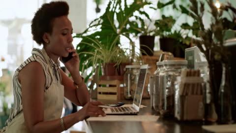 vídeos y material grabado en eventos de stock de sé a quién pedir asesoramiento financiero - pequeña empresa