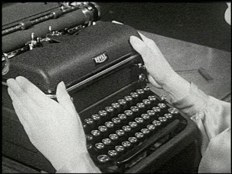 know your typewriter - 11 of 12 - andere clips dieser aufnahmen anzeigen 2356 stock-videos und b-roll-filmmaterial