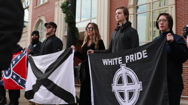 stockvideo's en b-roll-footage met members of traditionalist worker party a neo nazi white nationalist group hold rally near krutch park to protest against the women's march sunday... - racisme