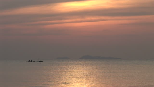 ko samui, thailandsunset over the ocean at ko samui thailand - ko samui stock videos & royalty-free footage