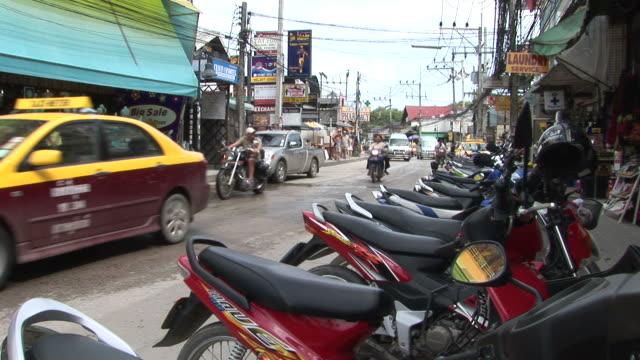 ko samui, thailandview of city street in ko samui thailand - ぞうきん点の映像素材/bロール