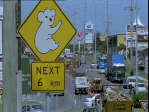 vidéos et rushes de koala warning sign on busy road, brisbane, queensland - danger