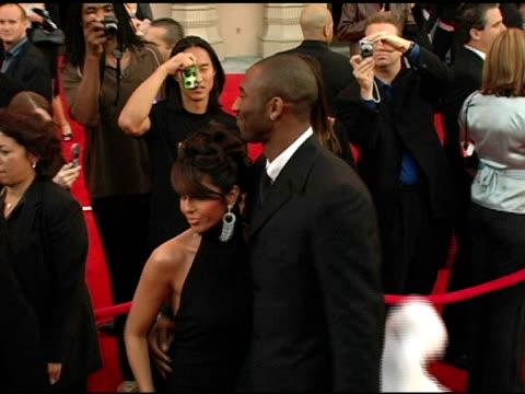 stockvideo's en b-roll-footage met kobe bryant and wife vanessa at the 2004 american music awards red carpet at the shrine auditorium in los angeles california on november 14 2004 - kobe and vanessa bryant
