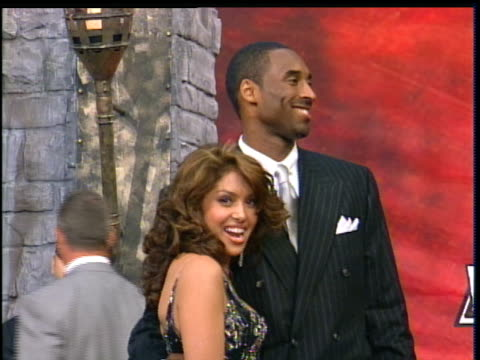 stockvideo's en b-roll-footage met kobe bryant and wife vanessa attending the 2004 mtv movie awards. kobe bryant and vanessa are taking pictures . - 2004