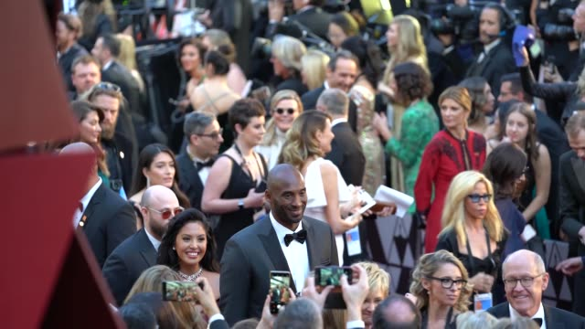 vidéos et rushes de kobe bryant at 90th academy awards - arrivals - alternative views at dolby theatre on march 04, 2018 in hollywood, california. - cérémonie des oscars