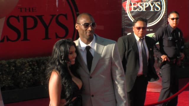 vídeos de stock, filmes e b-roll de kobe bryant at the 17th annual espys arrivals at los angeles ca - espy awards