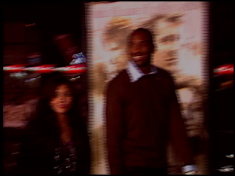 kobe bryant at the 'alexander' premiere at grauman's chinese theatre in hollywood, california on november 16, 2004. - tlc chinese theater bildbanksvideor och videomaterial från bakom kulisserna