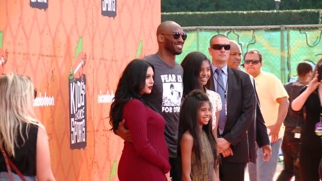 stockvideo's en b-roll-footage met kobe bryant vanessa laine bryant gianna mariaonore bryant natalia diamante bryant at nickelodeon kids' choice sports awards 2016 at ucla's pauley... - kobe and vanessa bryant