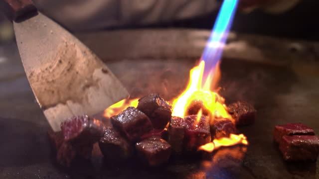 神戸和牛ステーキ バーベキュー鉄板焼き - 肉点の映像素材/bロール