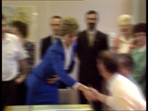 vidéos et rushes de kofi annan praises diana princess of wales for aids work; lib diana princess of wales shaking hands with aids sufferers cms diana sitting talking... - sida