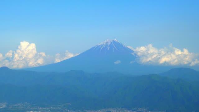 甲府市と mt.amari,yamanashi からの富士山 - 山梨県点の映像素材/bロール