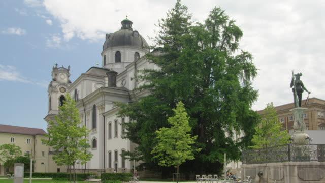 stockvideo's en b-roll-footage met ws kollegienkirche (collegiate church); baroque church by architect fischer von erlach - geboren in
