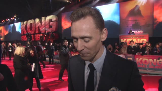 chyron 'kong skull island' european premiere at cineworld leicester square on march 28 2017 in london england - キングコング 髑髏島の巨神点の映像素材/bロール