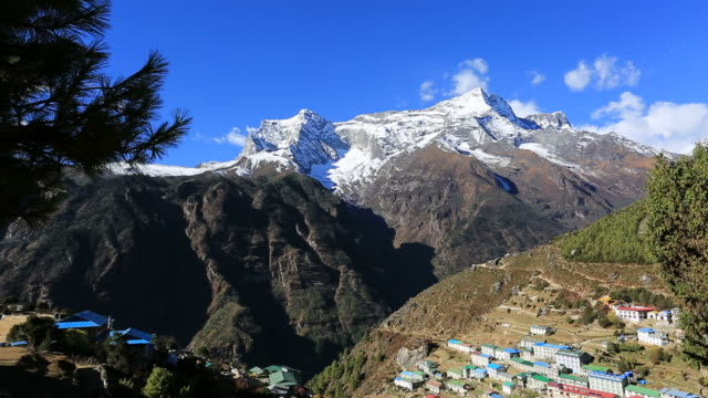 konge mountain and namche bazar village, sagarmatha national park, himalayan mountains, nepal - mt everest national park stock videos and b-roll footage