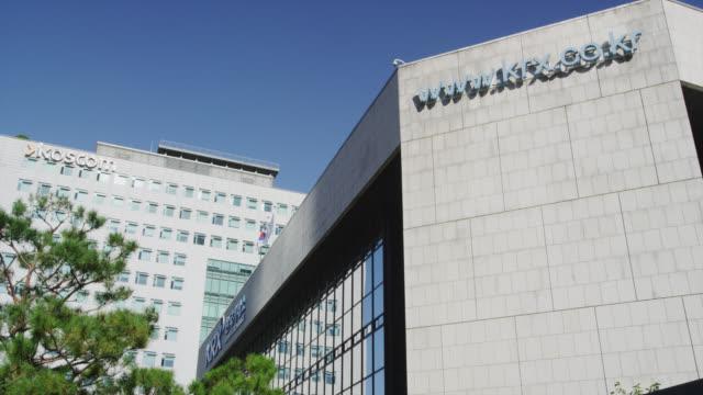 korea stock exchange - western script stock videos & royalty-free footage
