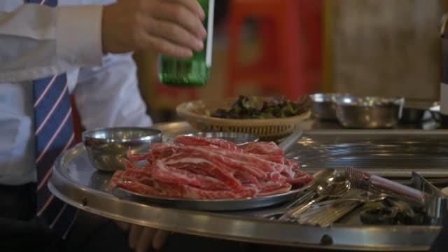 korean barbecue plate on a restaurant table - skjorta och slips bildbanksvideor och videomaterial från bakom kulisserna