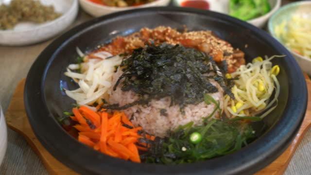 Koreaanse traditionele gerechten (Bibimbap)