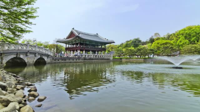 ms t/l korean traditional roof tile house in bundang jungang park / seongnam, gyeonggido, south korea - 史跡めぐり点の映像素材/bロール
