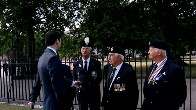 korean war veterans mark 60th anniversary of the end of the war reporter talking to veterans john weedon interview sot talks of colleague who died in... - korean war stock videos and b-roll footage