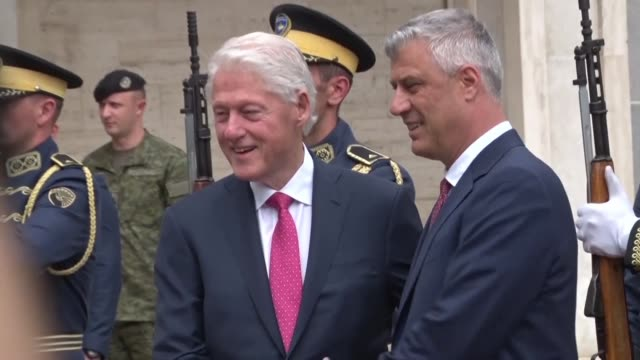 kosovo decorates former us president bill clinton with an order of freedom medal in gratitude for his support for the former serbian province as it... - präsident der usa stock-videos und b-roll-filmmaterial