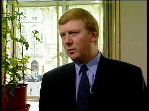 nato economic sanctions on yugoslavia/nato summit 2way england london anatoly chubais interview sot these mistakes lead one into another to make... - 制裁点の映像素材/bロール