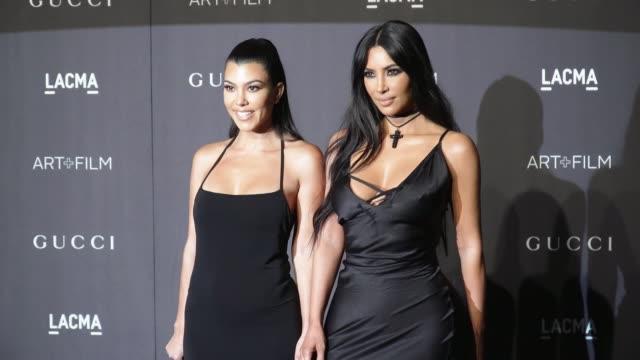 kourtney kardashian and kim kardashian at the 2018 lacma art + film gala honoring catherine opie + guillermo del toro and presented by gucci at lacma... - ロサンゼルスカウンティ美術館点の映像素材/bロール