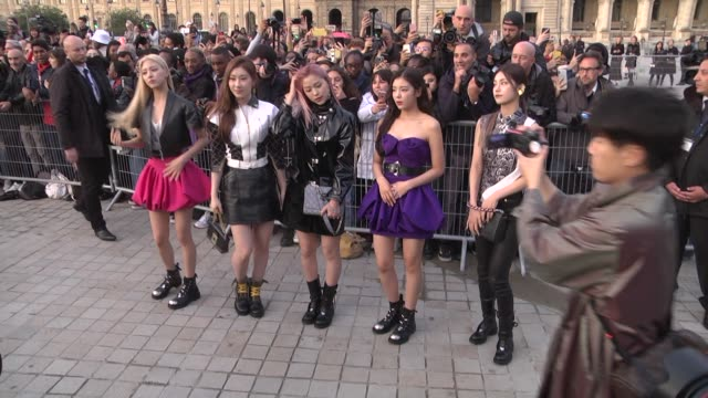 vidéos et rushes de pop band itzy attends the louis vuitton womenswear spring/summer 2020 show as part of paris fashion week on october 1, 2019 in paris, france. - k pop