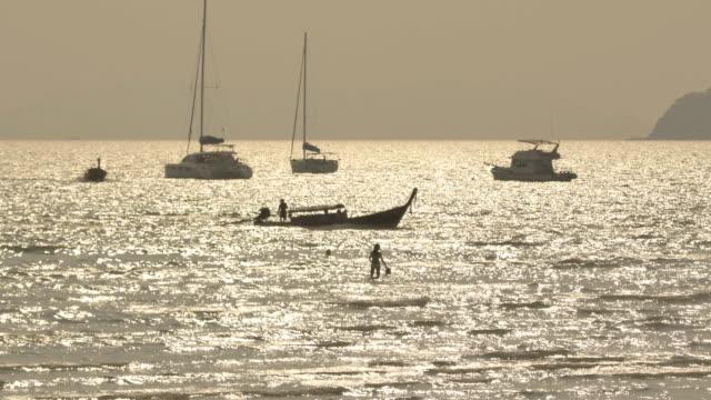 stockvideo's en b-roll-footage met krabi beach sunset thailand - natuurwonder