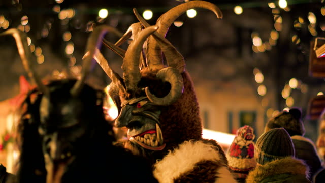 krampus at christmas market - tradition stock-videos und b-roll-filmmaterial