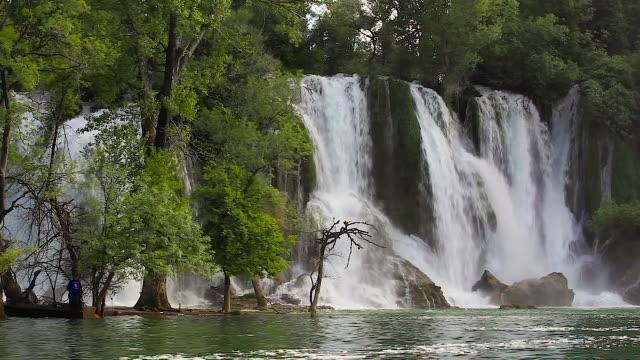 vídeos de stock, filmes e b-roll de kravica falls, bosnia and herzegovina - bósnia herzegovina