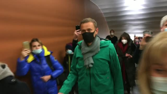 kremlin critic alexei navalny arrives in moscow where he is under threat of imminent arrest - critic stock videos & royalty-free footage