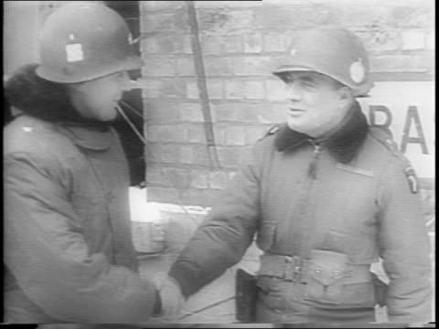 vídeos de stock, filmes e b-roll de kremlin in moscow / joseph stalin exits car shakes hands / soldiers stand at attention / soldiers run through snow / russian artillery strikes... - 1945