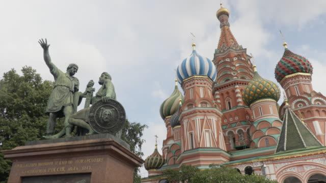 vídeos de stock, filmes e b-roll de kremlin wall and moskva river - antiga união soviética