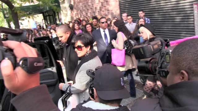 vídeos de stock e filmes b-roll de kris jenner makes her way throught he crown as she departs the 'wendy williams show' in new york 11/04/11 - enfeites para a cabeça