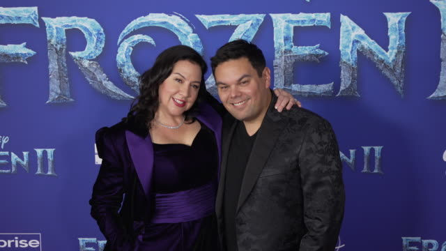 "kristen anderson-lopez and robert lopez at the ""frozen ii"" world premiere at dolby theatre on november 07, 2019 in hollywood, california. - 首映 個影片檔及 b 捲影像"