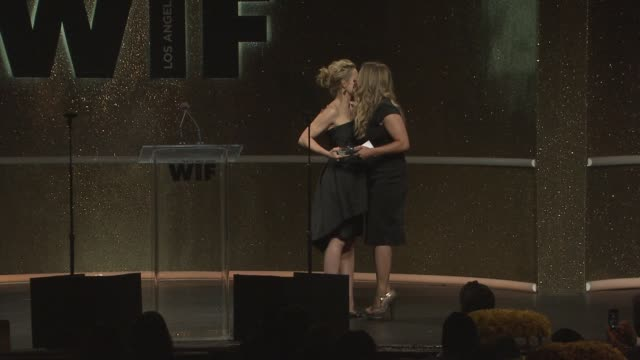 stockvideo's en b-roll-footage met speech kristen bell and jennifer lee at 2014 women in film crystal lucy awards presented by max mara bmw perrierjouet and south coast plaza at the... - century plaza