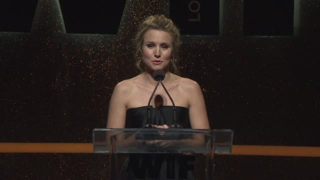 stockvideo's en b-roll-footage met speech kristen bell at 2014 women in film crystal lucy awards presented by max mara bmw perrierjouet and south coast plaza at the hyatt regency... - century plaza