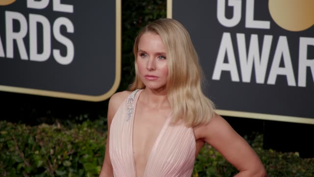 kristen bell at 76th annual golden globe awards arrivals in los angeles ca 1/6/19 4k footage - golden globe awards stock videos & royalty-free footage