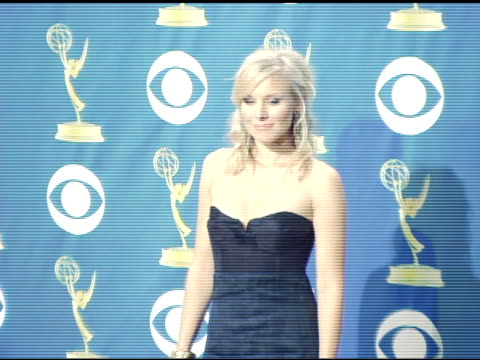 kristen bell at the 2005 emmy awards press room at the shrine auditorium in los angeles california on september 19 2005 - kristen bell stock videos and b-roll footage