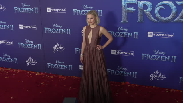 "vídeos de stock, filmes e b-roll de kristen bell at the ""frozen ii"" world premiere at dolby theatre on november 07, 2019 in hollywood, california. - estreia"