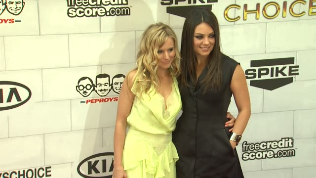 kristen bell mila kunis at 2012 guys choice awards at sony pictures studios on june 02 2012 in culver city california - kristen bell stock videos and b-roll footage