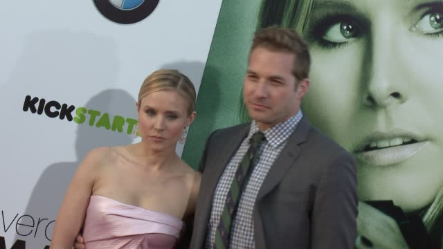 vídeos de stock, filmes e b-roll de kristen bell ryan hansen at veronica mars los angeles premiere at tcl chinese theatre on march 12 2014 in hollywood california - tcl chinese theatre