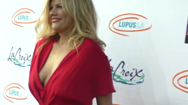 kristen johnston at the lupus la orange ball a night of superheroes at fox studios in los angeles at celebrity sightings in los angeles on may 07... - lupus la orange ball video stock e b–roll